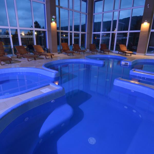 masážny bazén s tryskami